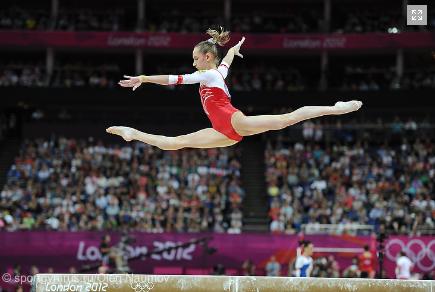 Komova, split leap on beam